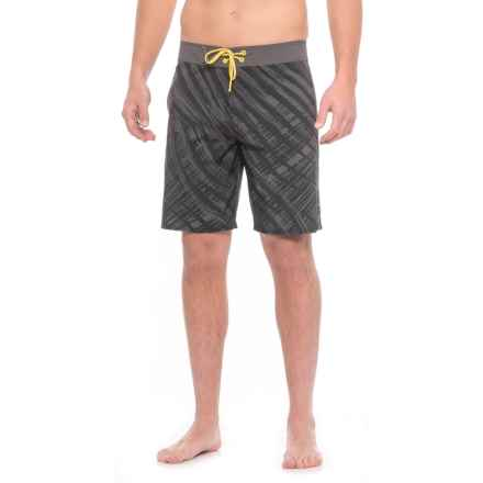 Oakley Samoa Boardshorts (For Men) in Blackout - Closeouts