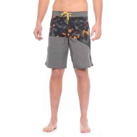Oakley Trancas Boardshorts (For Men) in Blackout - Closeouts