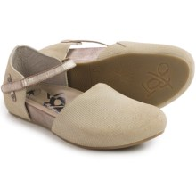 OTBT Kalamazoo Flats (For Women) in Bone Finger - Closeouts