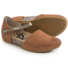 OTBT Kalamazoo Flats (For Women) in Butterscotch - Closeouts