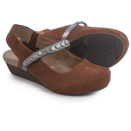 OTBT Traveler Mary Jane Shoes (For Women) in New Tan - Closeouts