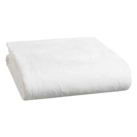 Pea Alley Trefoil Coverlet Bedspread Queen In White Closeouts