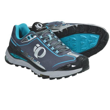 Pearl Izumi isoSeek IV WRX Trail Running Shoes (For Women) in Black/Silver