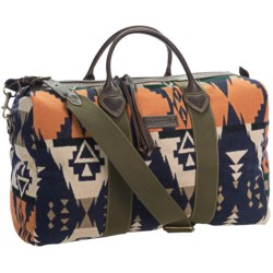 Pendleton Barrel Oversized Duffel Bag - Wool in Navy Illahee