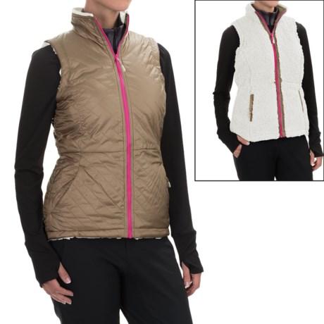 Mountain Hardwear Switch Flip Reversible Vest (For Women)