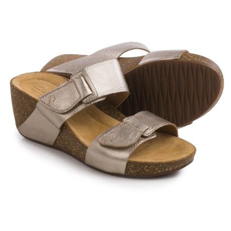 Clarks Temira East Wedge Sandal (Size 6M Color Gold Metallic Metal Dore)