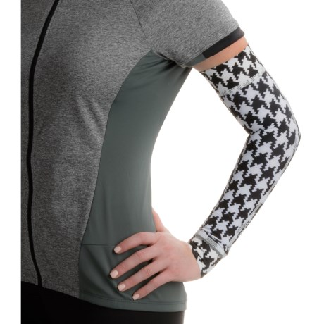 Shebeest Brave Arm Warmers (For Women)