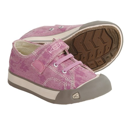 Kids can wear these shoes for a short sprint or a long race and still enjoy the comfort of everyday wear. Comfortability The Pegasus 34 features the well-known pods along the medial side of the sole with the crash pad along the lateral side of the sole.