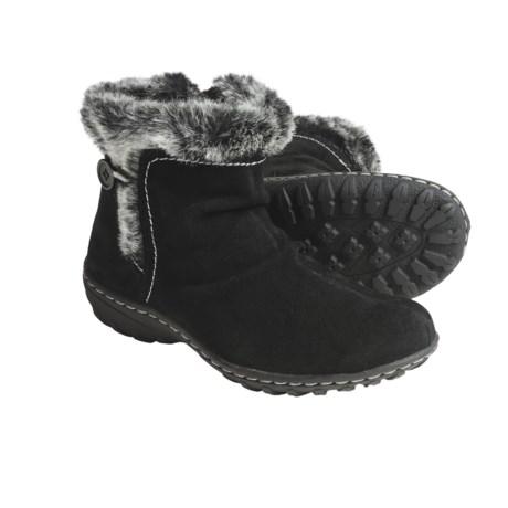 Khombu Eskimo Suede Winter Boots - Low (For Women)