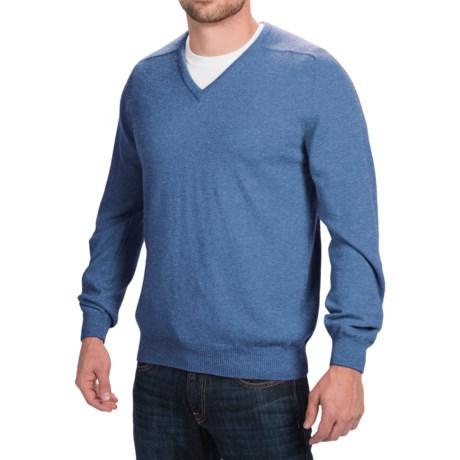 Johnstons of Elgin Scottish Cashmere Sweater - V-Neck (For Men)