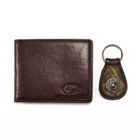 Mossy Oak Embossed Bi-Fold Wallet and Engraved Key Chain (For Men)
