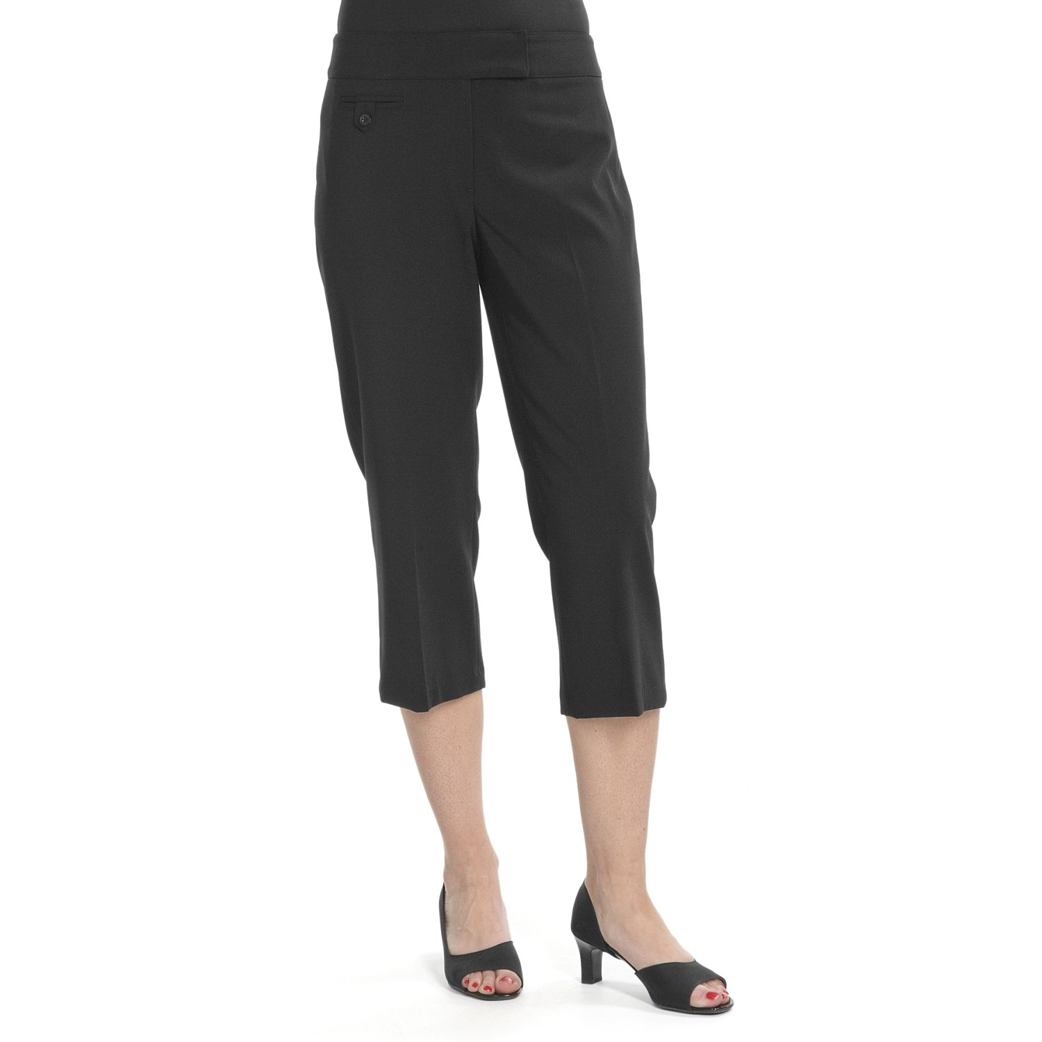 Perfect for everyday wear, these versatile capris are designed with an elastic waistband for day-to-night ease. Sure to be favorite, their relaxed fit will keep your appeal casual, cute, and comfortable.