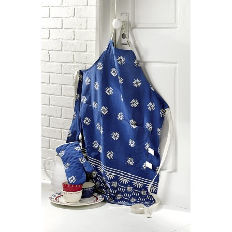 Tag Starburst Apron and Oven Mitt Set