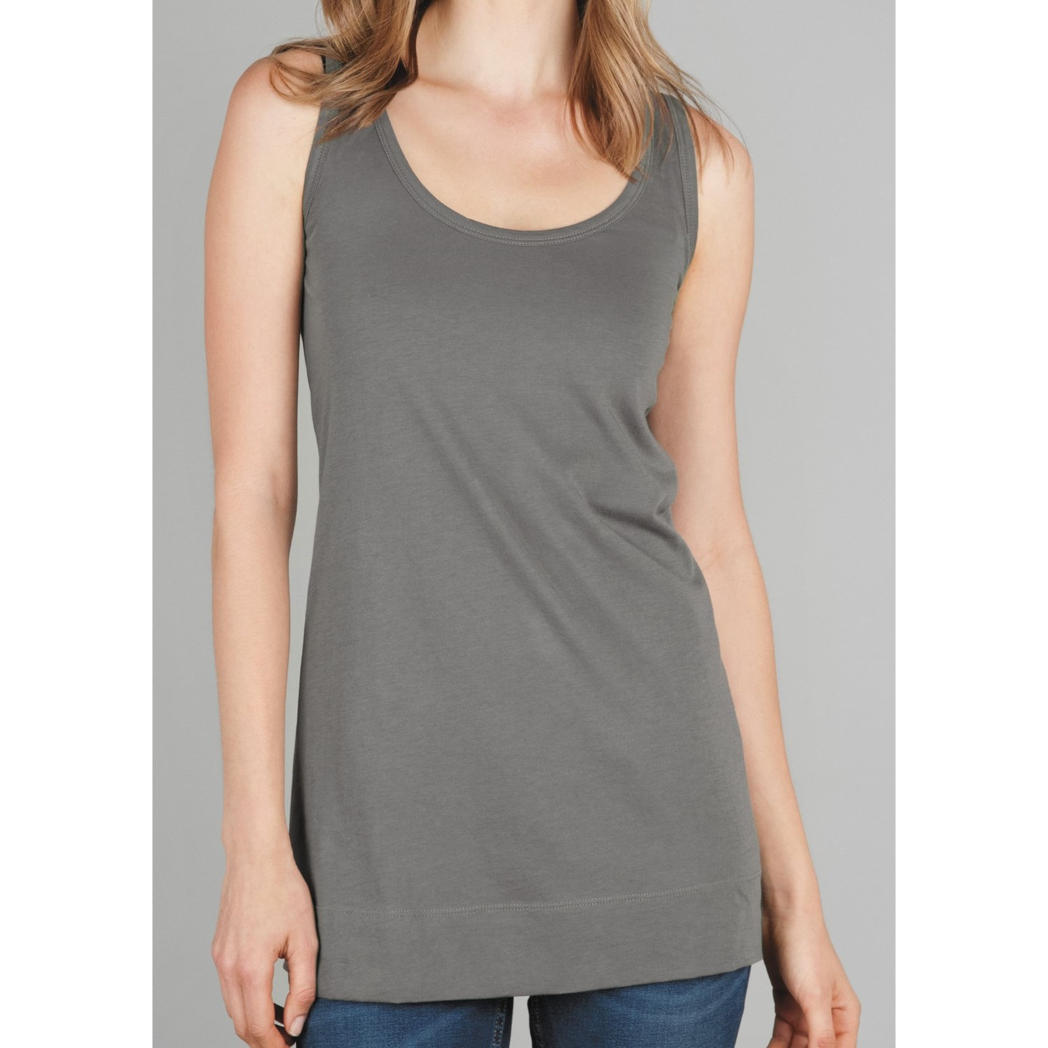 Workout tanks for working it (out) at the gym!
