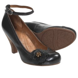 Naya Valeska Pumps (For Women)