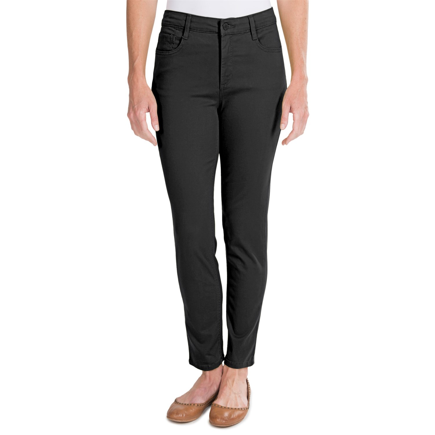 A trending, popular style, women's colored jeans are the favorites of women who know fashion. Enjoy designer color jeans for women for an effortlessly chic look. Step out in style and fun in ultra-flattering colored jeans for women from Gap.