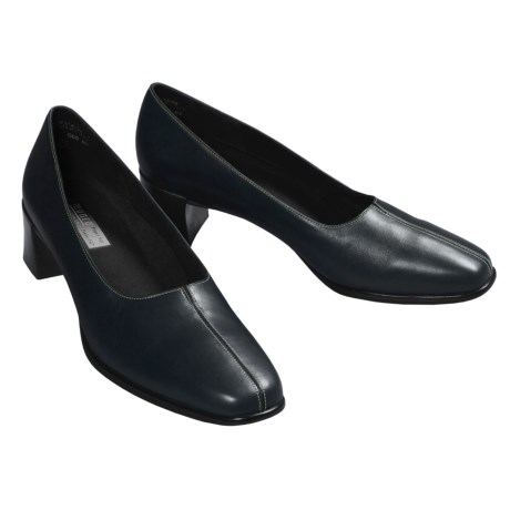 Munro American Meredith Pumps (For Women)