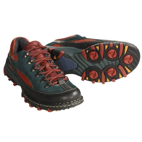 Born Divide Hiking Shoes (For Women)