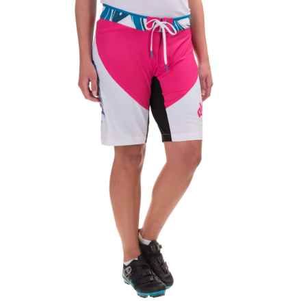 Qloom Black Beach Cycling Shorts - Detachable Liner (For Women) in White/Beetroot - Closeouts