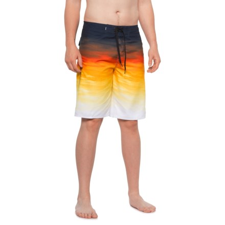 "756744e81a6 Quiksilver Everyday Fade Reef Boardshorts - 21"" (For Men) in Tiger Orange"