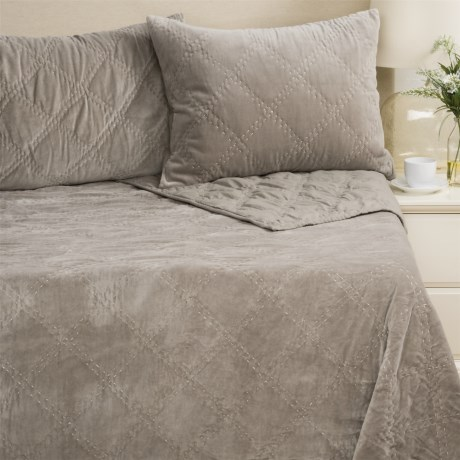 Rizzy Home Velvet Quilt and Pillow Sham Set - Queen in Grey