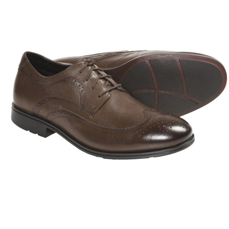 Rockport Fairwood 2 Wingtip Oxford Shoes (For Men) in Medium Brown Tumbled
