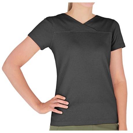 Royal Robbins Kick Back Crossover Shirt - UPF 40+, Short Sleeve (For Women) in Dark Daffodil