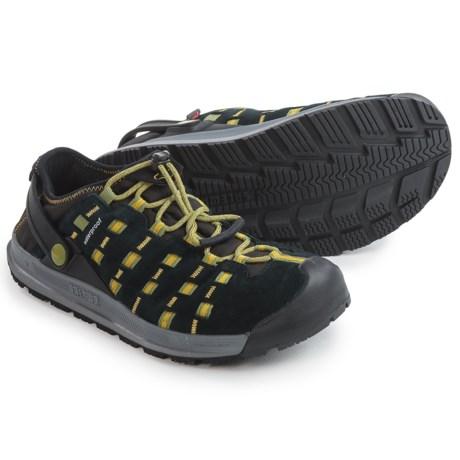 Salewa Capsico PrimaLoft® Shoes - Insulated (For Men) in Black/Smoke