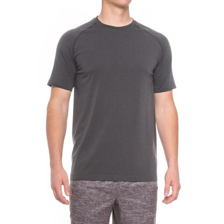 Saucony Active Solid T-Shirt - Seamless Sides, Short Sleeve (For Men) in Black Ground