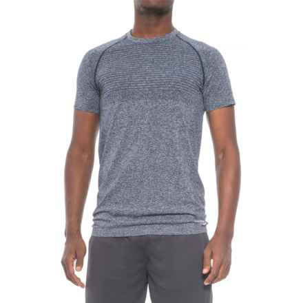 Saucony Active T-Shirt - Seamless Sides, Short Sleeve (For Men) in Midnight - Closeouts