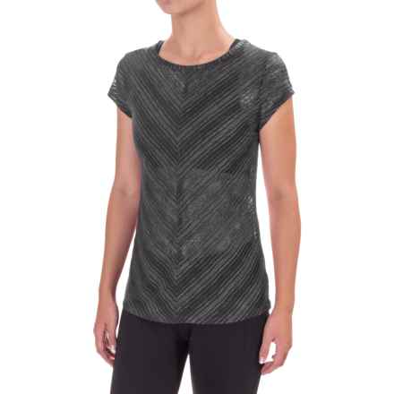 Saucony Breeze Shirt - Short Sleeve (For Women) in Carbon - Closeouts