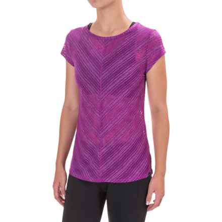 Saucony Breeze Shirt - Short Sleeve (For Women) in Dahlia - Closeouts