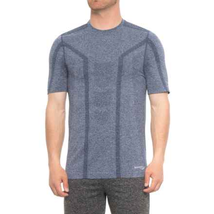 Saucony Seamless Body-Mapped Heathered Shirt - Short Sleeve (For Men) in Midnight Heather - Closeouts