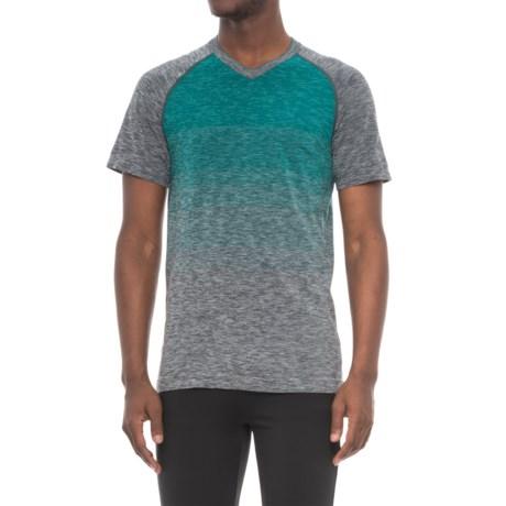 Saucony Seamless V-Neck Shirt - Short Sleeve (For Men) in Black/Forest