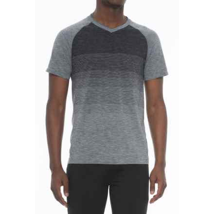 Saucony Seamless V-Neck Shirt - Short Sleeve (For Men) in Flint Stone Heather/Black - Closeouts