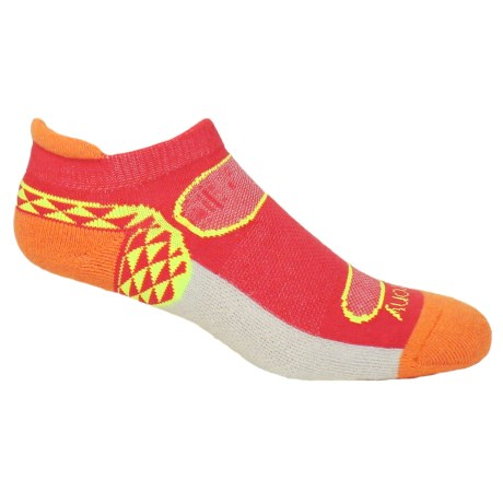 Saucony Triangle No-Show Tab Socks - Below the Ankle (For Women) in Fashion Red