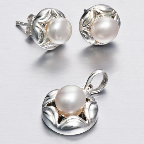 Silver Express Freshwater Pearl Earring and Pendant Set in Fresh Water Pearl