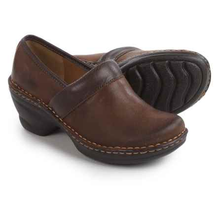 Softspots Larissa II Clogs (For Women) in Drum Brown/Chocolate - Closeouts