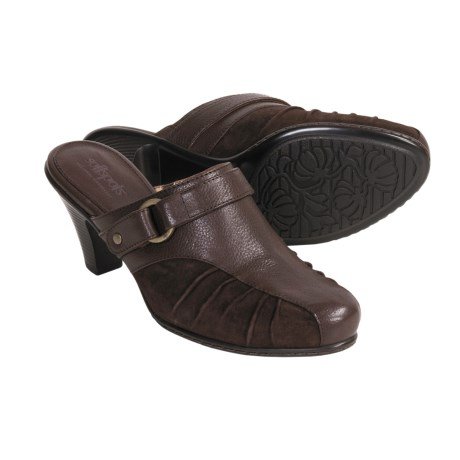 Softspots Sadie Clogs (For Women) in Chocolate