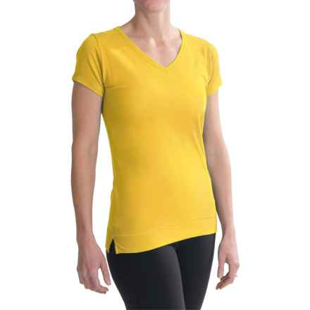 tasc Streets V-Neck T-Shirt - UPF 50+, Short Sleeve (For Women) in Maize - Closeouts