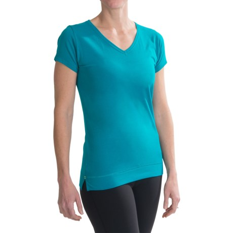 tasc Streets V-Neck T-Shirt - UPF 50+, Short Sleeve (For Women) in Peacock