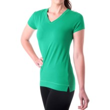 tasc Streets V-Neck T-Shirt - UPF 50+, Short Sleeve (For Women) in Rainforest - Closeouts