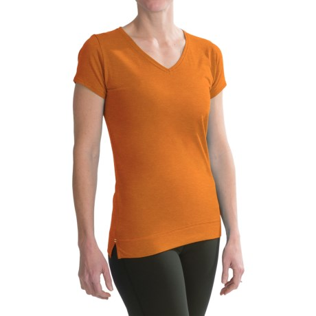 tasc Streets V-Neck T-Shirt - UPF 50+, Short Sleeve (For Women) in Tangerine