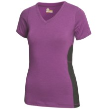 Tasc Trainer V.3 T-Shirt - UPF 50+, V-Neck, Short Sleeve (For Women) in Sunset Purple/Gunmetal - Closeouts