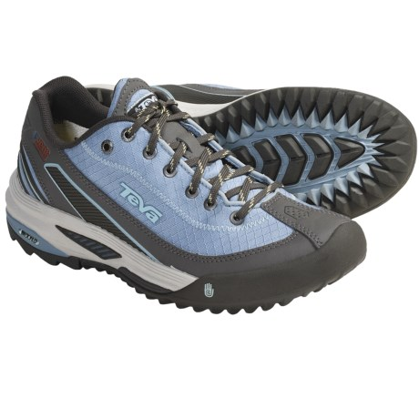 Teva Sear Light Trail Shoes (For Women) in Woodbine