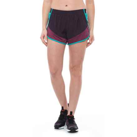 The North Face Altertude Hybrid Running Shorts - Built-In Brief (For Women) in Dark Eggplant Purple/Amaranth Purple - Closeouts