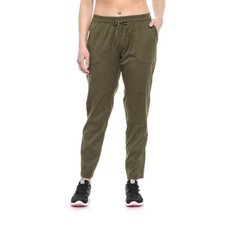 The North Face Aphrodite Motion FlashDry® Pants (For Women) in Sardenia Green - Closeouts