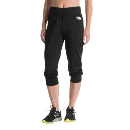 The North Face Fave Lite Capris (For Women) in Tnf Black - Closeouts