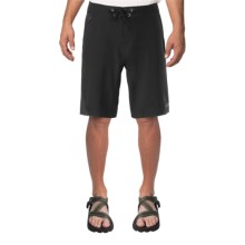 The North Face Kilowatt Shorts (For Men) in Tnf Black - Closeouts