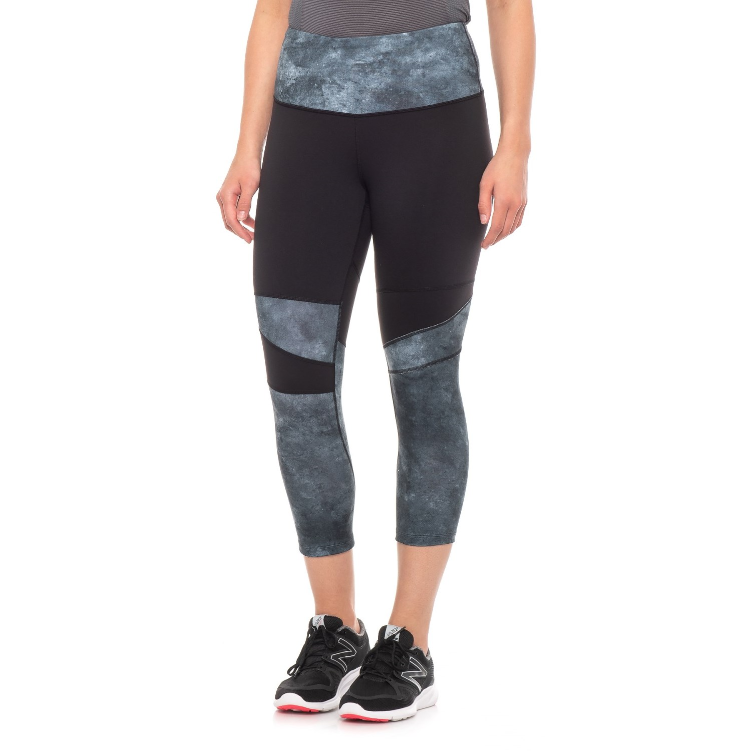 defa7dd110105c The North Face Motivation High Rise Printed Crop Leggings (For Women) in  Tnf Black ...